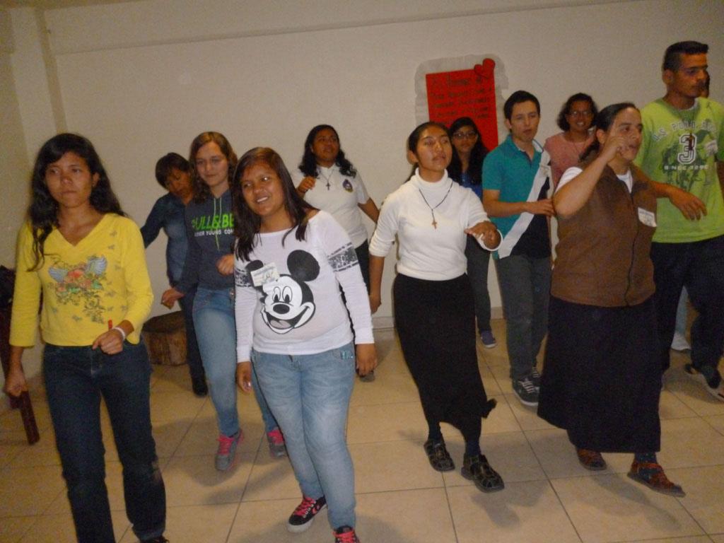 Hnas, M+¦nica y Linda junto a los j+¦venes de la pascua 2015(1)