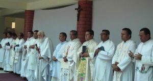 Padres de la Fraternidad Misionera Apóstoles de la Palabra