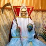 Un católico no puede dar culto a la Santa Muerte, según los expertos.